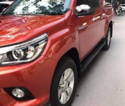 Bán Toyota Hilux AT đời 2017, màu đỏ, xe chính chủ