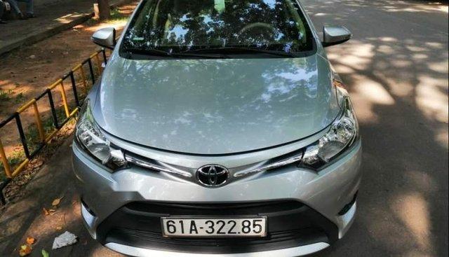 Cần bán gấp Toyota Vios đời 2016, màu bạc