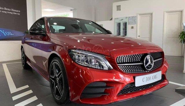 Bán Mercedes C300 AMG 2019, màu đỏ, khuyến mãi hấp dẫn, vay trả góp 80%, ls 0.77%/tháng cố định 36 tháng