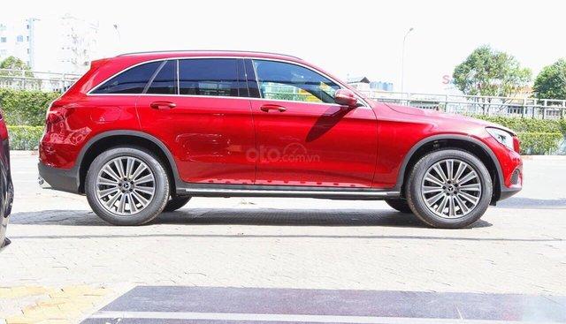 Xe Mercedes GLC 250 2019 mới, màu đỏ, vay trả góp 80% giá trị xe, LS 0.77%/tháng cố định 36 tháng