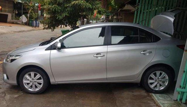 Cần bán lại xe Toyota Vios MT đời 2016, màu bạc, nhập khẩu, xe đẹp
