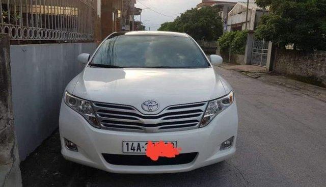 Cần bán lại xe Toyota Venza 2.7AT 2010, màu trắng, nhập khẩu nguyên chiếc, xe còn rất mới ít sử dụng