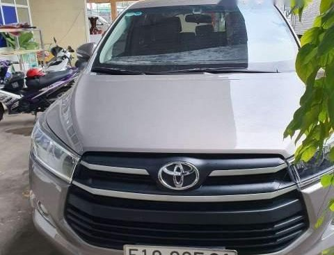 Cần bán xe Toyota Innova đời 2017, màu xám