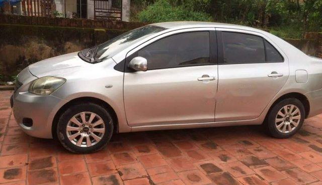 Cần bán lại xe Toyota Vios MT 2010, màu bạc, xe vừa đăng kiểm