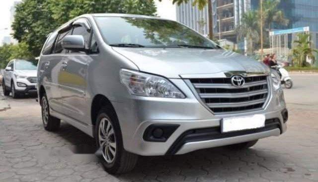 Chính chủ bán Toyota Innova 2.0E năm sản xuất 2015, màu bạc
