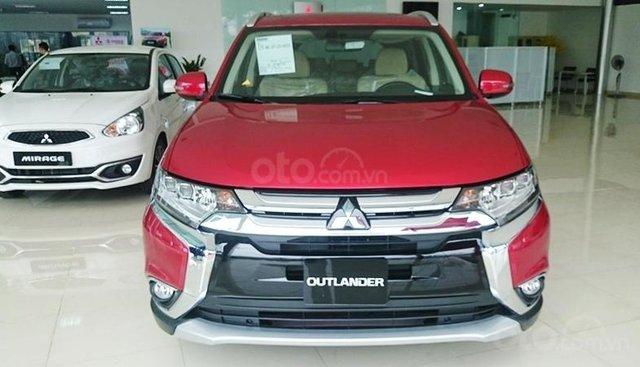 Mitsubishi Outlander 2.0 CVT sản xuất 2019, màu đỏ, giá 807.5tr, chỉ với 300tr nhận xe ngay