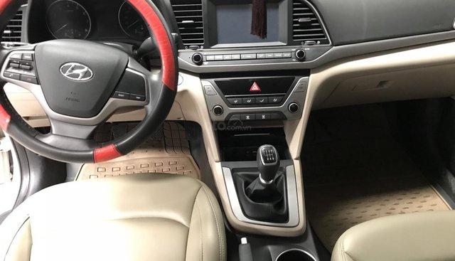 Bán Hyundai Elantra 1.6MT màu trắng, số sàn, sản xuất 2018 một đời chủ