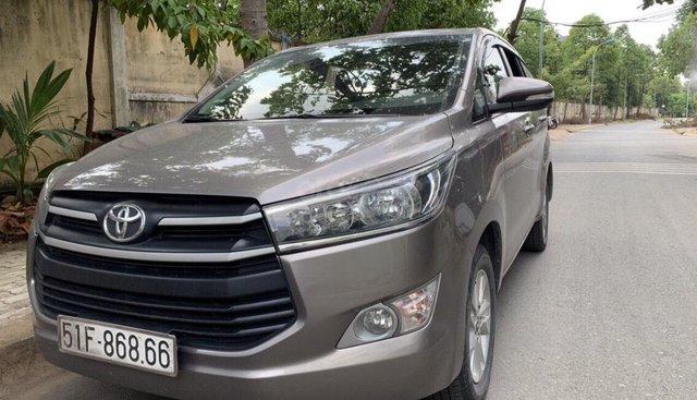 Bán Toyota Innova 2.0E 2017, màu xám