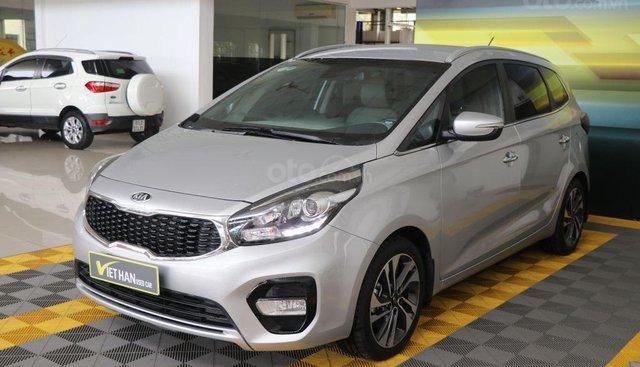 Cần bán Kia Rondo 1.7AT sản xuất năm 2017, màu bạc, giá 736tr