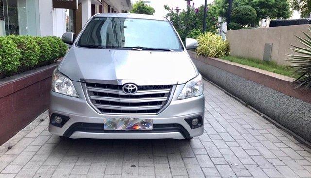 Cần bán Toyota Innova bạc, đời 2016, xe đẹp giá tốt, hỗ trợ vay trả góp
