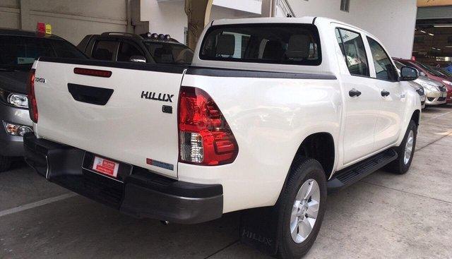 Bán Hilux 2.4 E 2019, màu trắng, tự động, 720tr (còn thương lượng) - liên hệ Trung để được khuyến mãi giá tốt ạ