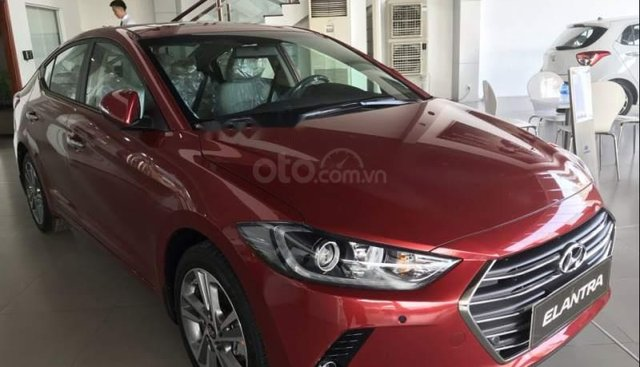 Cần bán Hyundai Elantra đời 2019, sẵn xe đủ màu giao ngay, tặng phụ kiện hấp dẫn. LH Mr Quang: 0907.239.198