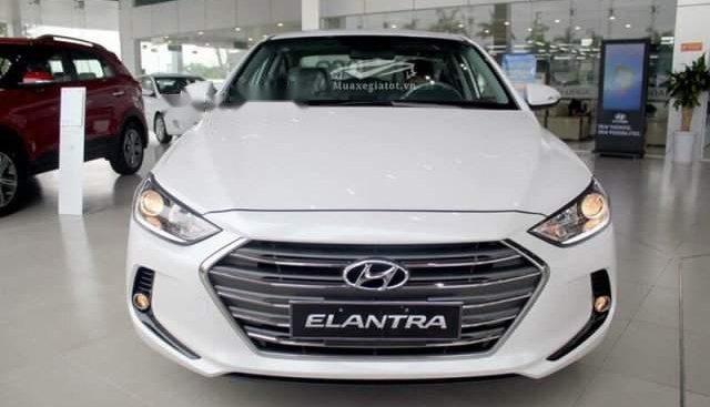 Cần bán Hyundai Elantra 2019, màu trắng, xe nhập