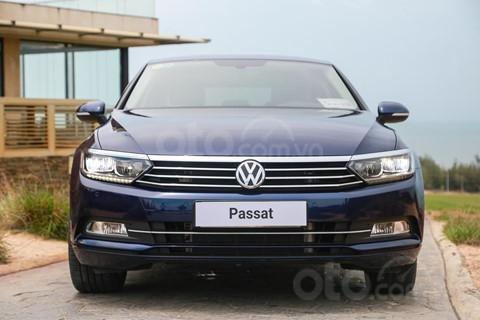Bán xe Volkswagen Passat sản xuất năm 2018, màu đen, nhập khẩu