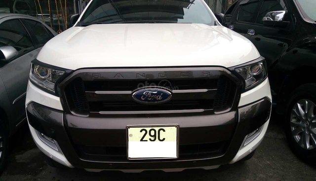 Ford Ranger Wildtrak 3.2 AT màu trắng sản xuất và đăng ký 12/2017 biển Hà Nội