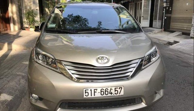 Bán Toyota Sienna Limited năm sản xuất 2016, màu vàng, nhập khẩu nguyên chiếc