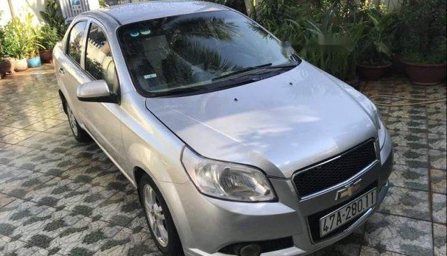 Bán Chevrolet Aveo đời 2015, màu bạc, máy êm