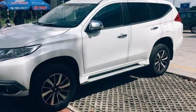 Bán Mitsubishi Pajero Sport đời 2018, màu trắng, xe nhập