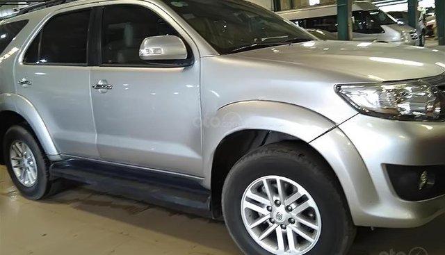 Cần bán lại xe Toyota Fortuner 2010, màu bạc số sàn