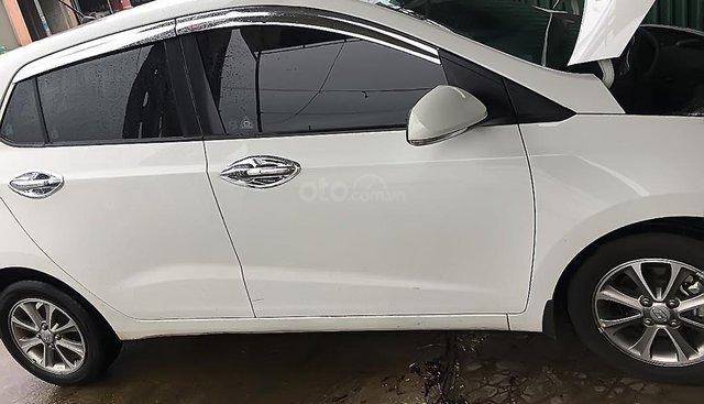Bán Hyundai Grand i10 1.0 MT 2016, màu trắng, nhập khẩu
