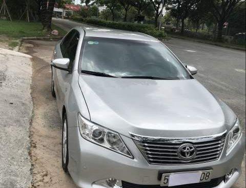 Bán xe Toyota Camry AT đời 2013, màu bạc