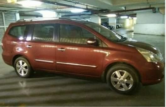 Cần bán gấp Nissan Grand Livina sản xuất năm 2010 còn mới