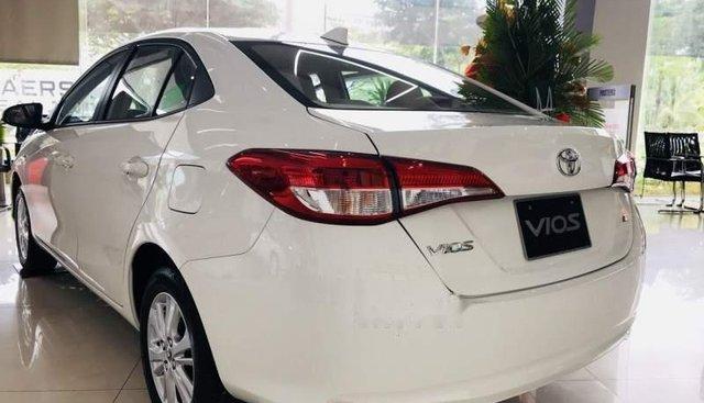 Cần bán Toyota Vios sản xuất 2019, màu trắng