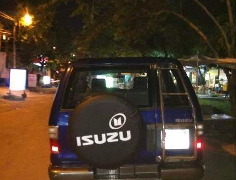 Cần bán Isuzu Trooper đời 2001, động cơ V6, máy mạnh, nội thất zin