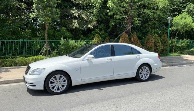 Bán xe Mercedes S400 model 2012 màu trắng, xăng điện