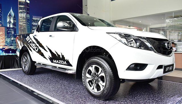 Bán Mazda BT 50 - Tặng 15 triệu tiền mặt + 1 năm BHTV
