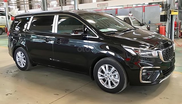 Bán xe Kia Sedona Platinum G đời 2018, màu đen