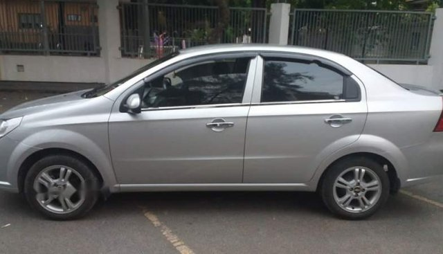 Bán Chevrolet Aveo đời 2016, màu bạc, xe hoạt động bình thường