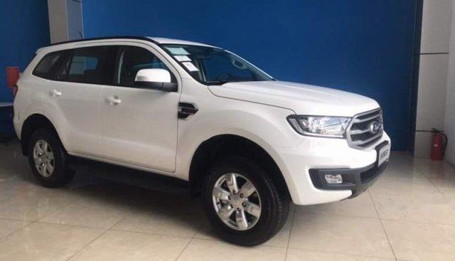 Cần bán Ford Everest năm 2018, màu trắng, nhập khẩu