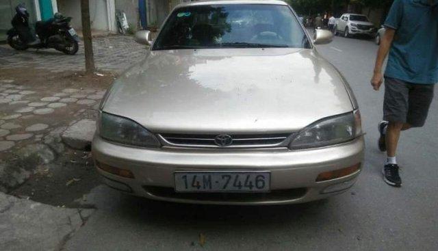 Bán Toyota Camry sản xuất năm 1995, màu vàng, nhập khẩu