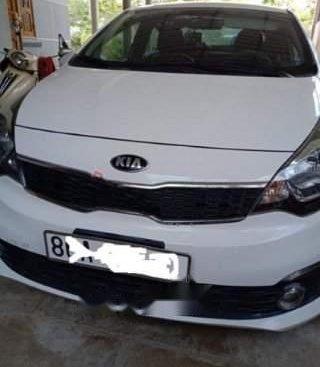 Cần bán Kia Rio 1.4 MT năm sản xuất 2015, màu trắng, không lỗi lầm, không tiếp cò lái