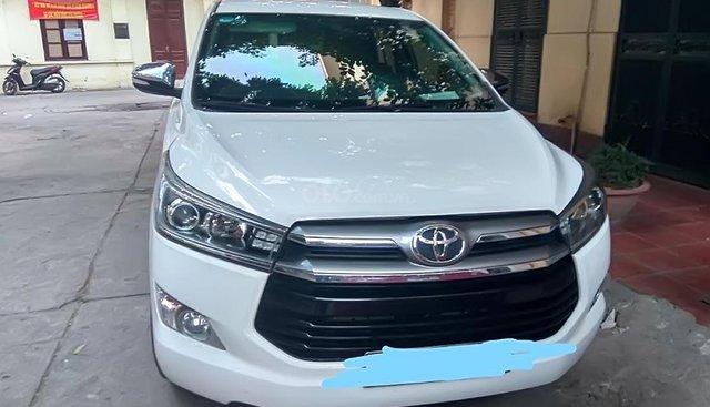 Cần bán Toyota Innova 2.0V năm 2017, màu trắng