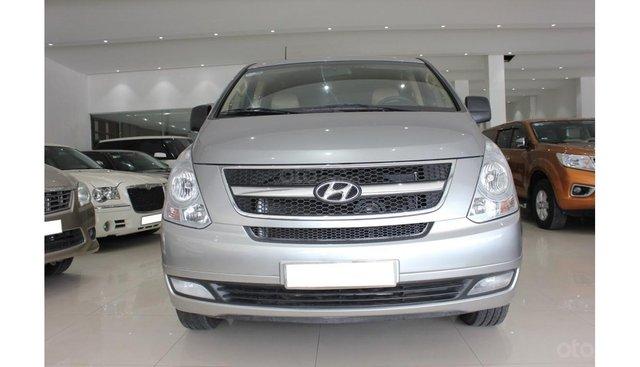 HCM: Bán Hyundai Starex 2014 9 chỗ, màu bạc, xe nhập