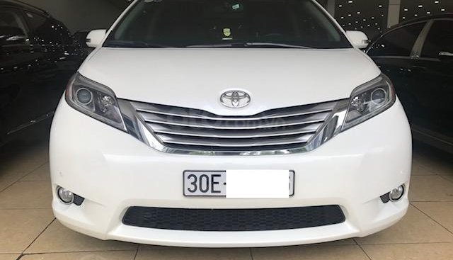 Bán Toyota Sienna Limited biển Hà Nội, màu trắng nội thất nâu, xe sản xuất tháng 8/2015 đăng ký 2016, chạy hơn 30.000Km