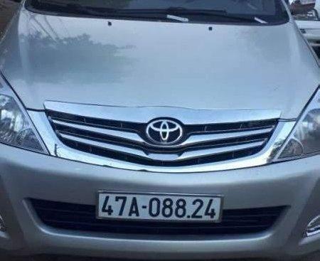 Cần bán xe Toyota Innova đời 2006, màu bạc xe gia đình