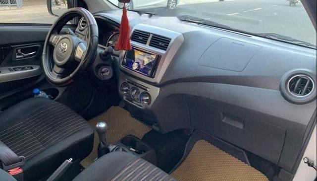 Cần bán Toyota Wigo 2019, màu bạc, số sàn, chạy lướt