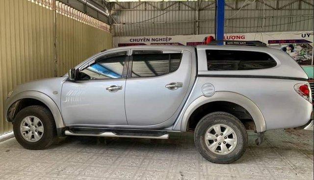 Bán Mitsubishi Triton. Năm sản xuất 2010, màu bạc, nhập khẩu, đăng ký 2010