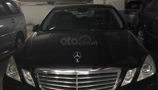 Cần bán xe Mercedes E300 sản xuất 2010, màu đen, 5 chỗ còn mới