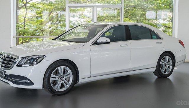 Bán Mercedes S450L đời 2018, màu trắng mới 99%, sử dụng 3.800km