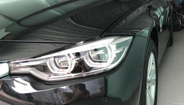 Bán BMW 320i sx 2018, siêu lướt 2000 km, xe chính chủ