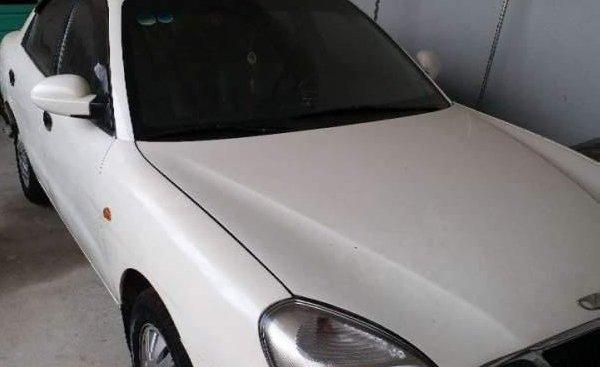 Bán Daewoo Nubira MT đời 2001, màu trắng, giá rẻ