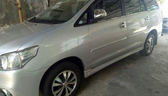Cần bán lại xe Toyota Innova G 2.0 đời 2014, màu bạc số sàn, giá 465tr