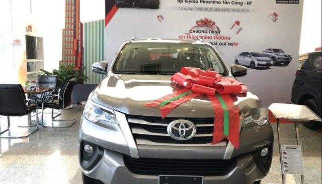 Cần bán xe Toyota Fortuner đời 2019, màu bạc