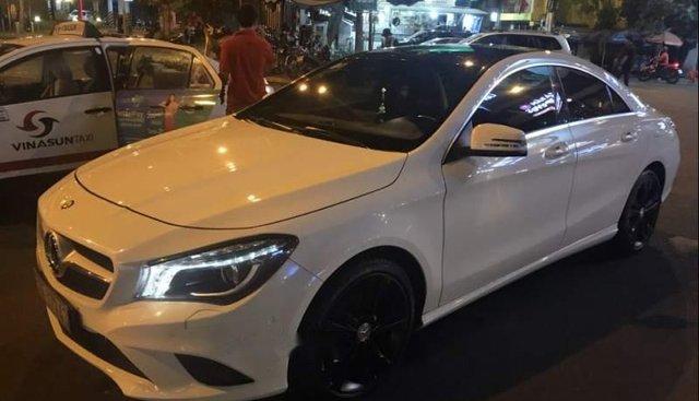 Bán gấp Mercedes CLA200 đời 2015, màu trắng, xe nhập