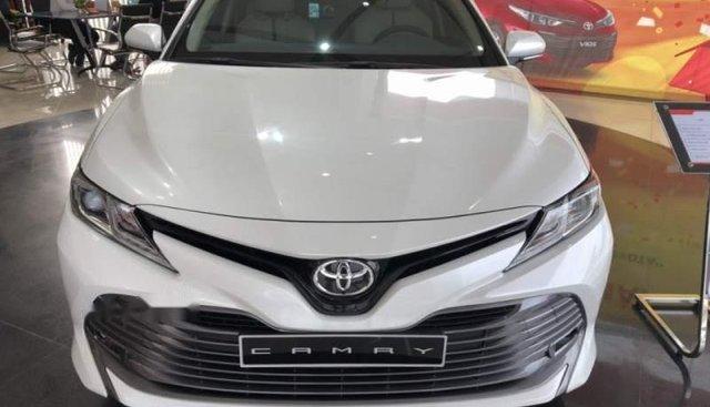 Cần bán xe Toyota Camry 2.0G đời 2019, màu trắng, nhập khẩu nguyên chiếc