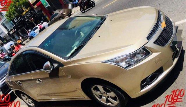 Gia đình bán Chevrolet Cruze sản xuất 2011, màu vàng cát